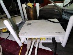 旧路由器怎么通过网线连接新路由器桥接